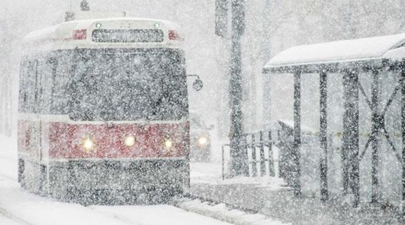 توفان، سرما و برف در تورنتو و مشکلات حمل و نقل