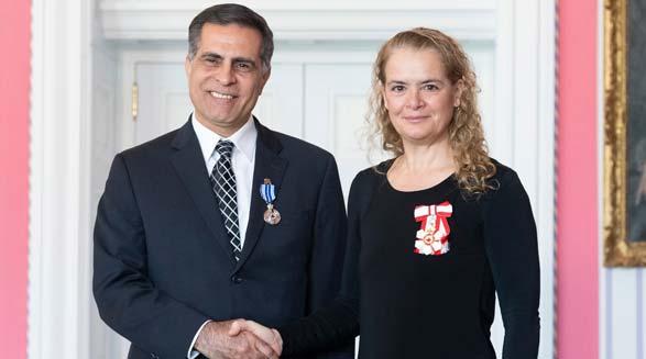 نشان لیاقت و شایستگی کانادا برای کیقباد اسماعیل پور به خاطر خدمات ارزنده و تأثیرگذار او