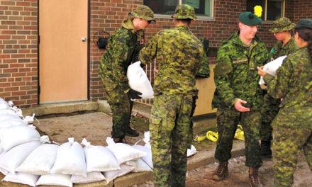 دوهزار نیروی نظامی به سیل زدگان در کانادا کمک می کنند