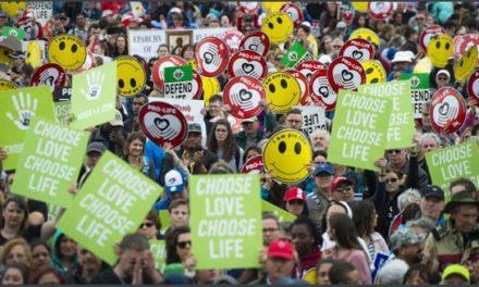 تظاهرات بزرگ مخالفان و موافقان قانون سقط جنین در انتاریو