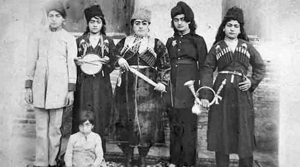 دوران ناصری در بازخوانی خاطرات اعتمادالسلطنه زنان حرمخانهی ناصری/گونههایی از نمایش/ س- سیف