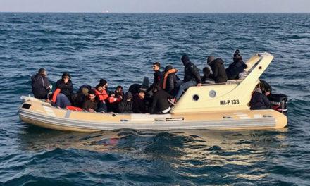 امام جماعت ایرانی به جرم کمک به انتقال پناهجویان از کانال مانش زندانی میشود
