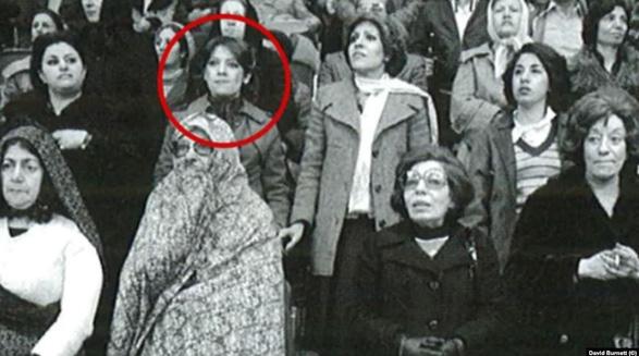 زن ایرانی بعد از ۴۰ سال خودش را در کتاب عکاس آمریکایی درباره انقلاب ایران پیدا کرد