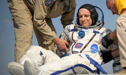 فضانورد کانادایی بعد از ۲۰۴ روز به کره ی زمین بازگشت