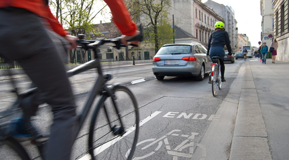 تکلیف دوچرخه سوار در تصادف با عابر یا اتومبیل چیست؟/فرهاد فرسادی