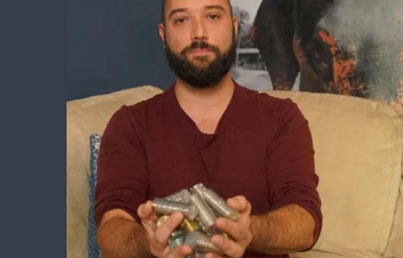 مردی که نمی تواند سکه هایش را با پول کاغذی تعویض کند