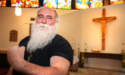 قوی ترین مرد کانادا کشیش است