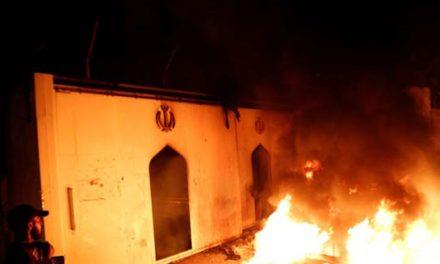 معترضان عراقی برای سومین بار کنسولگری ایران در نجف را آتش زدند