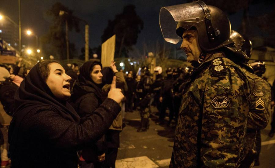 ادامه اعتراضات دانشجویان به شلیک موشک به هواپیمای اوکراینی دستکم ۴ دانشجو در اعتراضات بازداشت شدند