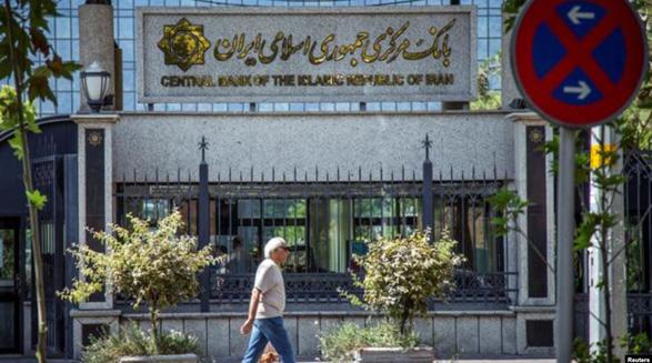 یک وعده نامحقق دیگر از جمهوری اسلامی: مجبور به پرداخت اقساط وام بانکی در این شرایط شدهایم
