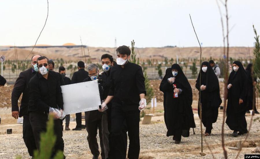 رفتن به کام مرگ برای در امان ماندن از کرونا؛ بازتاب جهانی مرگ ۷۰۰ ایرانی بر اثر مصرف متانول