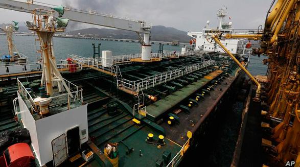 ادامه نقض تحریمهای بین المللی؛ یک کشتی دیگر از ایران برای رژیم مادورو سوخت میرساند