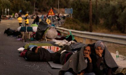 آتشسوزی در اردوگاه پناهجویان یونان؛ ۳۵۰۰ پناهجو شب را بیسرپناه طی کردند